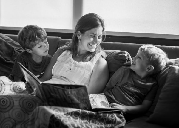 Meagan-Gumpert-Photography-everyday-family-photography-relaxed-family-reading-north-central-florida-photographer